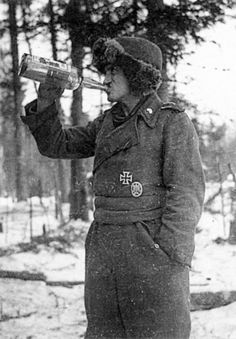 Finnish soldiers of the SS drinking vodka that would warm up. When cold-glass look in no time.