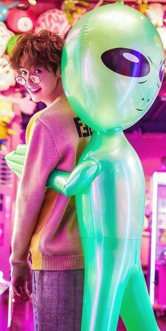 Imagining if the alien is Tae👽 Meteor Garden Cast, Meteor Garden 2018, Asian Actors, Korean Actors, F4 Boys Over Flowers, K Drama, Hua Ze Lei, Chinese Boy, Pretty Men