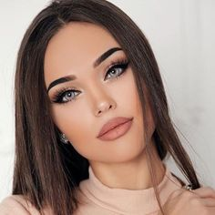 Not a big fan of those brows but other than that, this is a cute look❤