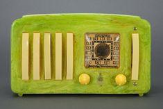 "Emerson EP-375 ""5+1"" Green Catalin Art Deco Radio (RA122)"