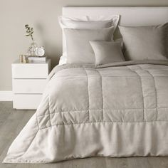 Suffolk Quilt | The White Company