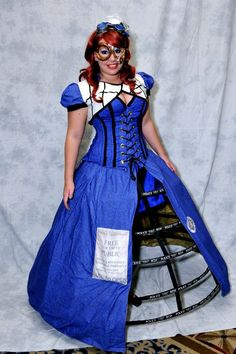 Tardis Cosplay by bewitchedraven on DeviantArt Tardis Cosplay, Doctor Who Cosplay, Steampunk Cosplay, Steampunk Fashion, Doctor Who Tardis, Nerd Love, Best Cosplay, Awesome Cosplay, Fandom Outfits
