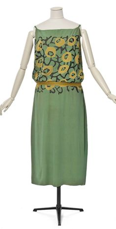 Evening dress, by Madeleine Vionnet, 1923. Les Arts Décoratifs, Paris.