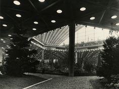 CNIT, Vue de l'exposition Floralies. Cliché Jean Biaugeaud. 24 avril 1959.