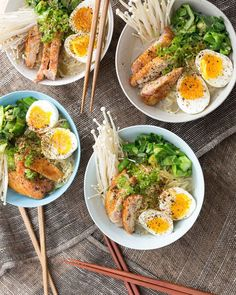 1. Winter Chicken Ramen #healthy #ramen #recipes http://greatist.com/eat/healthier-ramen-recipes