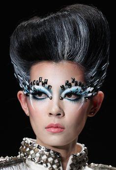 China Fashion Week Fall 2013 | Makeup artist Mao Geping.