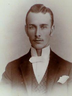 1890 Cabinet Card Photo of Headshot of Man