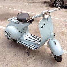 This would b fun! Vespa Ape, Piaggio Vespa, Lambretta Scooter, Vespa Scooters, Triumph Motorcycles, Vintage Motorcycles, Lml Star, Vespa Retro, Ducati