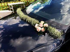 dekoracja samochodu Wedding Car Decorations, Diy Wedding Backdrop, Ceremony Backdrop, Wedding Themes, Wedding Styles, Floral Wedding, Wedding Bouquets, Wedding Flowers, Just Married Car