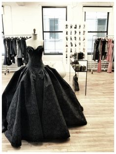 Zac Posen Collection - Fall 2012 runway finale gown