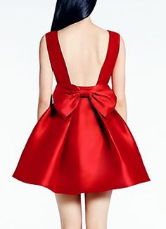 6ed8098def5 Ooh la la! The low back finished with a bow is breathtaking. This ...