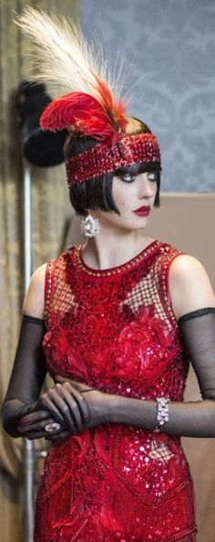 gatsby style for maroon dress Roaring 20s Fashion, Roaring 20s Party, Great Gatsby Fashion, Roaring Twenties, Roaring 20s Makeup, Moda Vintage, Vintage Mode, Vintage Style, Style Année 20