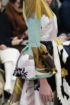 Valentino Fall 2018 Ready-to-Wear Fashion Show Details: See detail photos for Valentino Fall 2018 Ready-to-Wear collection. Look 135