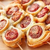 Holiday Recipes, Dinner Recipes, Dinner Dishes, Appetisers, Food Inspiration, Sausage, Snacks, Meals, Dining