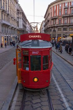 Il tour più modaiolo e profumato di Milano si fa a bordo del tram Chanel, N°5 naturalmenteelleitalia Bus City, Subway Map, Bologna, Verona, Florence, Rome, Chanel, Italy, Places