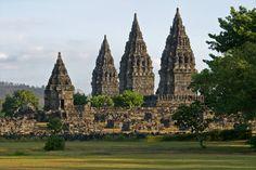 Prambanan, a masterpiece of Hindu temple architecture  por Fotopedia Editorial Team