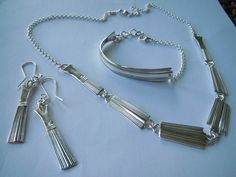 IMG_1144 – Kopio Jewelry Ideas, Diy Jewelry, Jewelry Making, Fork Jewelry, Silverware Jewelry, Silver Spoons, Ear Rings, Making Ideas, Knives