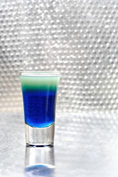 Warhead Sour Candy Shooter - because you know you need a cocktail for your Super Bowl party! Bar Drinks, Alcoholic Drinks, Beverages, Cocktails, Candy Drinks, Cocktail Shots, Sour Candy, Getting Drunk, Alcohol Recipes