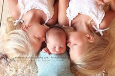 Newborn with sisters <3