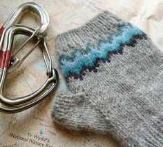 Ravelry: Khumbu pattern by Wool + Bricks - Colourwork fingerless mitts