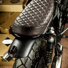 The Maltese Falcon: A Triumph Bonneville cafe racer with Ducati forks by Macco Motors. Cg 125 Cafe Racer, Cafe Racer Seat, Triumph Cafe Racer, Cafe Racer Style, Cafe Racer Bikes, Motorcycle Seats, Bike Seat, Motorcycle Design, Motorcycle Style