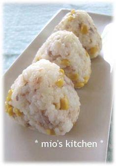 tuna mayo corm onigiri ツナマヨ&コーンおにぎり♪ (tuna, corn, mentsuyu) Tuna Mayo, Fancy Appetizers, Recipe Box, Japanese Food, Bento, Potato Salad, Mashed Potatoes, Snacks, Ethnic Recipes