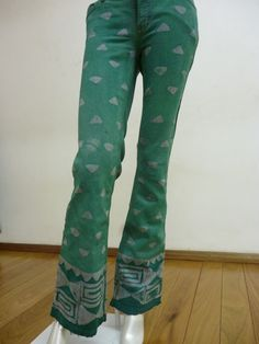 Jeans customizado em tons verdes