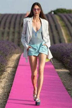 Jacquemus Frühjahr/Sommer 2020 Ready-to-Wear - Fashion Shows Vogue Paris, Runway Fashion, Fashion Trends, High Fashion, Net Fashion, Golf Fashion, Fashion 2020, Fashion Clothes, Fashion Ideas