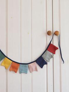 Wimpelkette aus Stoff – mit Liebe genäht – wunderschöne Dekoration für den Kindergeburtstag - Kinderzimmer & Co Du kannst sie entweder draußen aufhängen (bitte nicht bei Regen) oder in Wohnung, Haus oder wo immer du magst. Viel Spaß beim dekorieren! #wimpelkette #geburtstag #kindergeburtstag #dekorieren #stoffwimpelkette #dekoration #feiern #gelberknopf #kinderzimmerdekoration Baby, Sew Simple, You're Welcome, Fabric Crown, Decorating, Rain, Birthday, Baby Humor, Infant