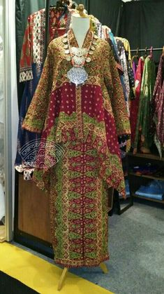 Batik Palembang yg cantik Muslim Fashion, Ethnic Fashion, Asian Fashion, Womens Fashion, Blouse Batik, Batik Dress, Kebaya Modern Dress, Model Kebaya Modern, Elegant Dresses