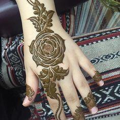 No photo description available. Peacock Mehndi Designs, Khafif Mehndi Design, Finger Henna Designs, Henna Art Designs, Mehndi Designs 2018, Modern Mehndi Designs, Mehndi Designs For Fingers, Wedding Mehndi Designs, Mehndi Design Pictures
