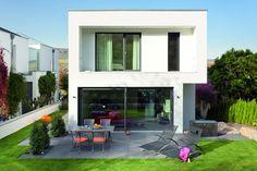 Wunderschönes Massivhaus im Bauhausstil. KASTELL Massivhäuser sind einzigartig und perfekt auf die Bedürfnisse der Bauherren abgestimmt.