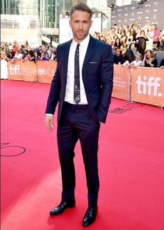 Ryan Reynolds Style Guide For Rugged Fashion Ideas | Guy Counseling