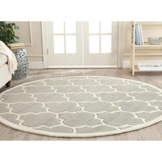 Safavieh Handmade Half-Inch Moroccan Gray Wool Area Rug (7' Round)