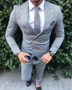 men's fashion suits for business wardrob mens style tips and fashion inspiration Blazer Outfits Men, Mode Costume, Designer Suits For Men, Mens Fashion Suits, Men's Fashion, Fashion Guide, Fashion Advice, Mens Suits, Fashion Clothes