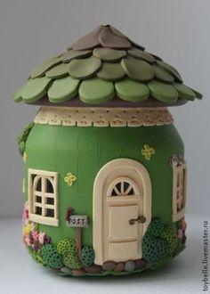 Utiliza un bote de cristal para poder hacer una bonita casa de cuento como esta. ¡Apunta!                                                                                                                                                                                 Más