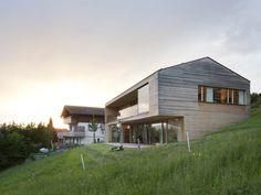 Moderner holzbau satteldach  Ein kleines Haus für wenig Geld | Bild: BR | Haus | Pinterest | Haus