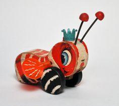 Queen Buzzy Bee Vintage Wooden Toy by hutchstudio