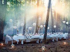 Uppdukat till fest i skogsbrynet på ÄNGSÖ bord och bänkar, ÄNGSÖ karmstol. Stylist: Hans Blomquist Fotograf: Mikkel Vang