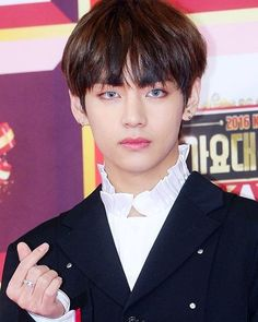 Press photos of BTS V at the 2016 KBS Song Festival Red Carpet, 161229.