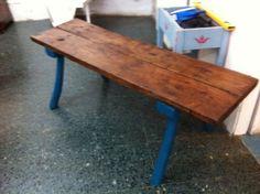 Mesa patas azul