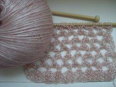 """Wolle: LANA GROSSA. """"Lace Lux"""". Die Wolle besteht zu 67% aus Viscose und zu 33% aus Schurwolle."""