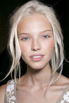 Perfectly Scandinavian platinum tousled hair | #hair #leonorgreyl | www.leonorgreyl.com