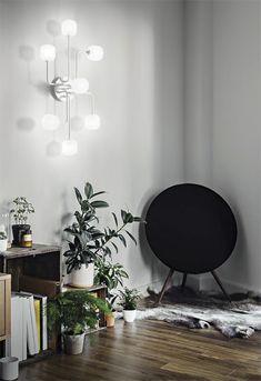 Lampa MALLOW PL7 może być stosowana jako plafon lub jako kinkiet. Podstawa i ramiona lampy wykonane są z metalu z matowym wykończeniem. Klosze wykonane są ze szkła dmuchanego, piaskowanego.