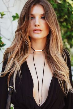 Here, we have gathered really cool DIY choker necklace tutorials that you will surely love to try. Diy Choker, Chocker Necklace, Leather Necklace, Diy Necklace, Leather Jewelry, Leather Cord, Boho Jewelry, Chokers, Jewelry Design