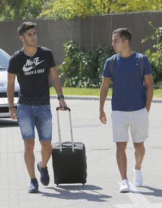 Best Football Team, Football Players, Lucas Vazquez, Real Madrid Shirt, Real Madrid Players, Soccer Boys, Cute Boys, Style Guides, Sexy Men