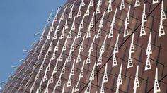 Hundreds of spinning blades reveal the invisible patterns of the wind in American artist Charles Sowers' kinetic installation on the facade of the Randall Museum in San Francisco