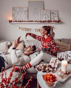 Winter and holiday inspiration! Christmas Things To Do, Baby Christmas Photos, Christmas Couple, Holiday Pictures, Magical Christmas, Christmas Mood, Christmas And New Year, Christmas Breakfast, Christmas Decor