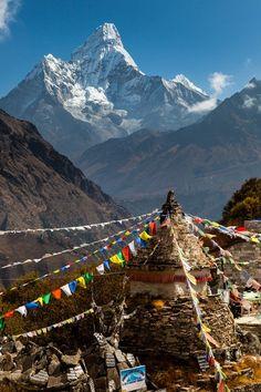 """Ama Dablam 6.856m valle de khumbu en el Himalaya, significa """"collar de la madre y la perla"""". Nepal"""