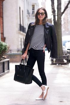 Lace up flats business casual women outfit photo - 2 Outfits With Striped Shirts, Lace Up Ballet Flats, Lace Shoes, Business Casual Outfits For Women, Outfit Trends, Winter Mode, Striped Tee, Striped Dress, Wearing Black